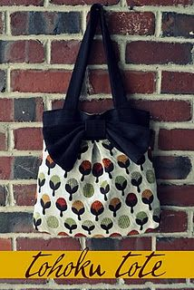 DIY tote bag - Cute, but will need to bribe one of my excellent sewer friends...