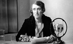 Vita Sackville-West broadcasting for BBC Radio, 1934 Virginia Woolf, Leonard Woolf, English Flower Garden, Castle Drogo, Vita Sackville West, Bloomsbury Group, Biography Books, British Garden, Park In New York