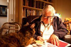 Ray Bradbury fue un escritor estadounidense de misterio del género fantástico, terror y ciencia ficción. (1920 - 2012)