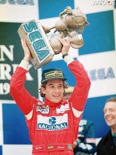 Sonic ficou tão famoso que virou até troféu do GP da Europa de Formula 1 em 1993, e foi erguido pelo nosso grande piloto Ayrton Senna. Um encontro de dois mestres da velocidade!