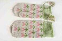 Vanten Lale – Dela dina vantar! Fair Isle Knitting Patterns, Mittens, Pot Holders, Inspiration, Socks, Threading, Fingerless Mitts, Biblical Inspiration, Hot Pads