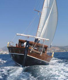 Tirandila Gulet Charter is 22 m long, it has 4 cabins and 8 berths.