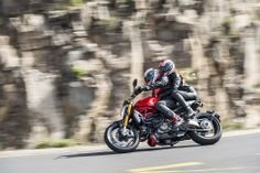 2014-Ducati-Monster-1200-two-up-action