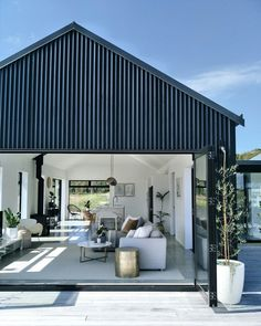 Black Barn, New Zealand, interior design nz Modern Barn House, Barn House Plans, Interior Design Nz, Black Barn, Design Living Room, Shed Homes, Home Design Plans, Building A House, Loft