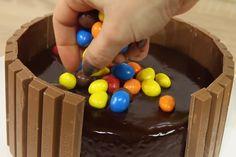 Credit: L'atelier de Roxane Anti Gravity Cake, Gravity Defying Cake, Cake Decorating Techniques, Cake Decorating Tutorials, Candy Filled Cake, Nutella, Oreo Cream, Cake Recipes, Dessert Recipes