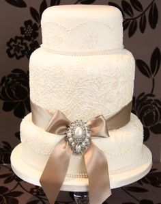 This gorgeous lace design cake from Couture Cakes is perfect for a vintage Wedding
