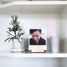Dřevěný stojánek mini | Vyvolej.to Floating Shelves, Home Decor, Decoration Home, Room Decor, Wall Shelves, Home Interior Design, Home Decoration, Interior Design