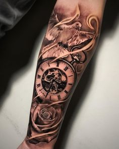 Tatouage Montre Gousset avec une colombe et une rose sur avant bras Pocket watch tattoo with a dove and a rose on the forearm Tags:… Half Sleeve Tattoos For Guys, Half Sleeve Tattoos Designs, Arm Sleeve Tattoos, Forearm Tattoo Men, Tattoo Designs Men, Dove Tattoo Design, Body Tattoos, Tattoo Avant Bras, Tigh Tattoo