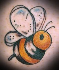 Tiny Bumble Bee Tattoos Design Pictures 8