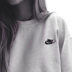 Wheretoget - White Nike sweatshirt