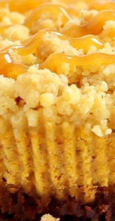 Caramel Pumpkin Mini Cheesecakes with Streusel Topping Easy Summer Desserts, Fall Dessert Recipes, Fall Desserts, Fall Recipes, Holiday Recipes, Delicious Desserts, Yummy Food, Pumpkin Recipes, Easy Impressive Dessert
