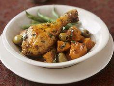 Hähnchenschlegel mit Gemüse ist ein Rezept mit frischen Zutaten aus der Kategorie Hähnchen. Probieren Sie dieses und weitere Rezepte von EAT SMARTER!