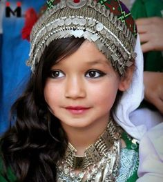 A little Hazara Girl (Afghanistan) in their traditional dress--Her jewelry. Kids Around The World, We Are The World, People Around The World, Precious Children, Beautiful Children, Beautiful World, Beautiful People, Poses, Folk Costume