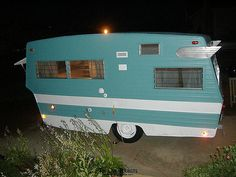 1970 Restored Shasta Travel Trailer with Wings Old Campers, Vintage Campers Trailers, Retro Campers, Vintage Caravans, Camper Trailers, Happy Campers, Shasta Trailer, Shasta Camper, Camper Caravan