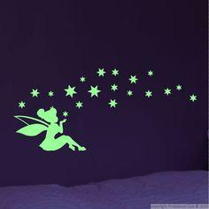Muursticker glow in the dark elfje met sterren Maak een gezellige lichtgevende meidenkamer met behulp van deze mooie glow in the dark muurstickers.