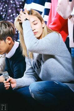 Jeonghan with his beautiful blonde hair - Modern Beautiful Blonde Hair, Jeonghan Seventeen, Transgender People, Golden Child, He's Beautiful, Woozi, Good Looking Men, Korean Beauty, K Idols