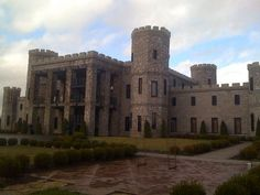 Castle Post (The Kentucky Castle) in Versailles, KY. Outside of Lexington Vacation Places, Vacation Ideas, Stay Overnight, Maybe Someday, My Old Kentucky Home, 10 Year Anniversary, Louisville Kentucky, Chateaus, Forts