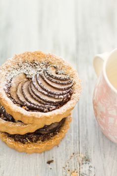 Pear Tarts - Chocolate crumble, hazelnuts & coffee, topped with a cascade of red pear, Tart Recipes, Sweet Recipes, Dessert Recipes, Sweet Pie, Sweet Tarts, Just Desserts, Delicious Desserts, Yummy Food, Quiches