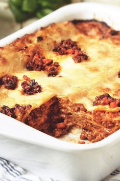 Try this healthier, low in saturated fat Italian lasagne recipe for a tasty take. - Try this healthier, low in saturated fat Italian lasagne recipe for a tasty take on a classic. Vegetarian Lasagna Recipe, Meat Lasagna, Veggie Lasagna, Vegetarian Italian, Italian Lasagna, Meatless Lasagna, Veggie Mince Recipes, Quorn Recipes, Vegetarian Cooking