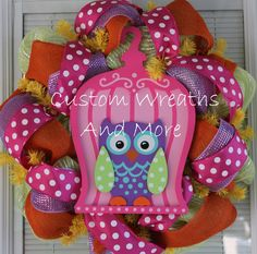 Love this…need for classroom! Owl Crafts, Wreath Crafts, Wreath Ideas, Owl Wreaths, Deco Mesh Wreaths, Owl Door Decorations, School Wreaths, Owl Sewing, Baseball Wreaths