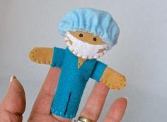 Marioneta del dedo del médico mano cosida por HeartStringsHandmade