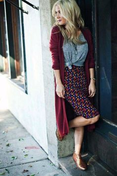 Take a look at 25 cute long cardigan outfits to try this fall in the photos below and get ideas for your own outfits! Long cardigan with tee and pencil skirt Image source Komplette Outfits, Lula Roe Outfits, Fall Outfits, Fashion Outfits, Skirt Fashion, Womens Fashion, Fashion Ideas, Casual Work Dresses, Rock Outfits