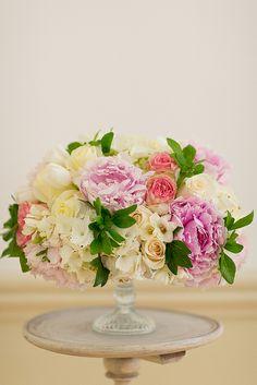 Lovely pastel centerpiece #wedding #flowers