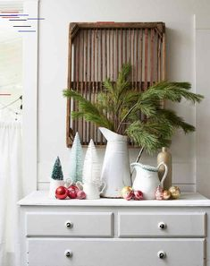 19 Vintage Christmas Decor Ideas That Are Giving Us Major Holiday Nostalgia 19 Vintage Christmas Decor Ideas That Are Giving Us Major Holiday Nostalgia Classic Christmas Decorations, Christmas Trends, Christmas Mantels, Christmas Centerpieces, Vintage Ceramic Christmas Tree, Glass Christmas Tree, Outdoor Christmas, Christmas Crafts, Christmas Living Rooms