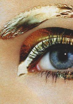 Gold metallic liquid eye makeup look as featured in Vogue Japan 2007 (r) Eye Makeup, Makeup Art, Hair Makeup, Gold Makeup, Metallic Makeup, Liquid Makeup, Makeup Hacks, Prom Makeup, Makeup Ideas