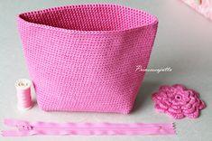 Prinsessajuttu: Toivepostaus: Virkattu kosmetiikkapussi, OHJE Crochet Purses, Crochet Dolls, Crochet Yarn, Small Case, A Hook, Unique Bags, Beautiful Gifts, Hobbies And Crafts, Cosmetic Bag