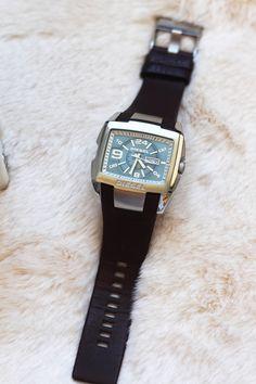 O Relógio é aquela peça primordial. E um bonito relógio dá um toque sexy ao homem com estilo. Homem moderno, acessórios. Diesel. Moda homem. Look, outfit. Peças statement. Dicas de moda e imagem. Style Statement. Blog de moda portugal