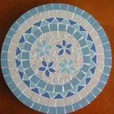 Resultado de imagen de mosaic tables Mosaic Tile Table, Mosaic Pots, Mirror Mosaic, Mosaic Diy, Mosaic Crafts, Mosaic Projects, Mosaic Glass, Stained Glass Paint, Stained Glass Projects