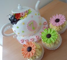 Flower cupcakes to go with tea pot cake