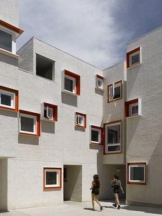 Centre Village / 5468796 Architecture