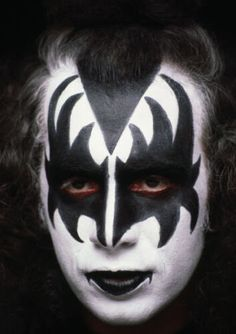 I Love It Loud, Kiss Me Love, Cute Kiss, Kizz Band, Gene Simmons Kiss, Gene Simmons Makeup, Kiss Merchandise, Demon Makeup, Kiss Images
