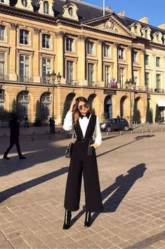 Looks Rockabilly, Dole Whip Disney, Hijab Fashion Inspiration, Story Inspiration, Looks Style, How To Do Yoga, Winter Outfits, Ideias Fashion, Winter Fashion