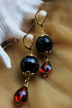 Very unique Black Onyx and Coconut Brown Swarovski Crystal Eardrops with Goldplated Tibetan Silver accents. Black Onyx, Statement Jewelry, Swarovski Crystals, Coconut, Drop Earrings, Beads, Brown, Unique, Silver