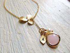 Orchidee Goldkette mit Birthstone Initial und Pearl von IrinSkye
