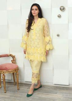 Abdullha Pakistani Fashion Casual, Pakistani Dresses Casual, Pakistani Dress Design, Indian Dresses, Indian Fashion, Casual Dresses, Kurta Designs Women, Salwar Designs, Stylish Dresses For Girls