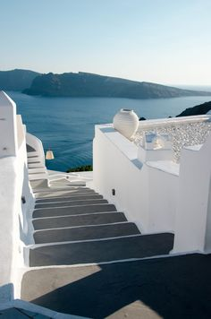 Our best photos, tips and tricks, and resources for family travel to the stunning town of Oia on the island of Santorini, Greece. Oia Santorini Greece, Mykonos, Fred Instagram, The Places Youll Go, Places To Visit, Places To Travel, Travel Destinations, Usa Tumblr, Travel Aesthetic