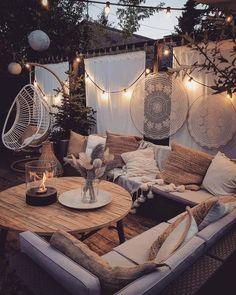 Tropical Bedroom Decor, Tropical Bedrooms, Diy Patio, Backyard Patio, Outdoor Spaces, Outdoor Living, Outdoor Decor, Porches, Small Urban Garden Design