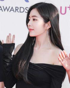 Irene - The Fact Music Awards Red Carpet Redvelvet Kpop, Kim Yerim, Red Velvet Irene, K Beauty, Seulgi, Music Awards, Red Carpet, Classy, Actresses