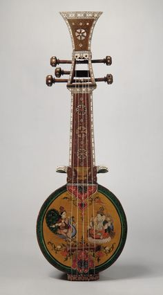 Sursanga made of wood, pearl and ivory, India, 19th century. Classification : Chordophone - Lute - Pluck