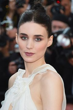 Rooney Mara wore her hair in a neat topknot style, offset by plum smoky eyeshadow and matching lipstick.