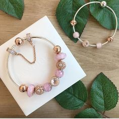When you read the slogan of Pandora Jewelry you can read that this brand represents exclusive and timeless . Pandora Bracelet Pink, Pandora Rose Gold, Pandora Jewelry, Pandora Charms, Charm Bracelets, Jewelry Tools, I Love Jewelry, Jewelry Making, Pandora Essence