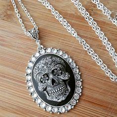 Cráneo del azúcar del camafeo de Swarovski collar de diamantes de imitación de cristal Día de la cara esqueleto muerto gitano bohemio