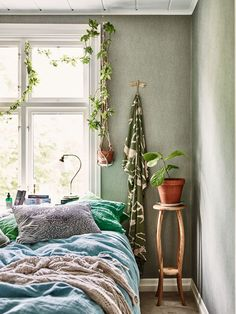 Beautiful green bedroom interior in our blogger Krickelins lovely home.