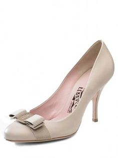 Want Nude patent leather Carla round toe pumps