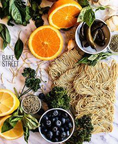 Noodles con naranja caramelizada y chimichurri