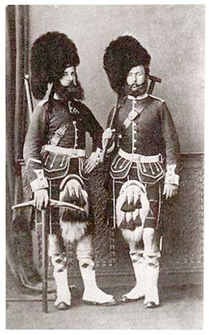 Two pioneers of the 78th Regiment of Foot in full dress.